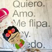 Nueva #waterbottle #fridakahlo en SMILE #meflipa #quiero #smile #smiletiendas #cosasbonitas #multibrandstore #atopedesmile #watercolor