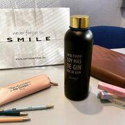 Gente bonita por el mundo que nos envía fotos iguales 😍¡mil gracias @anaclhoe 😘! Botella BLACK&GOLD @mrwonderful_ en SMILE #mrwonderful #smile #smiletiendas #multibrandstore #cosasbonitas #gin #gym #alegria