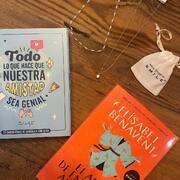 Hacer regalos. Acertar. ⚡️⚡️ (Eres lo que regalas) ⚡️⚡️¡GRACIAS POR LA FOTO @beasv1981 😘! Joyitas y chocolatinas en SMILE, el libro: en las mejores librerías #jewerly #jewerlydesign #jewerlyaddict #betacoqueta #smile #smiletiendas #cosasbonitas #atopedesmile #mrwonderful #multibrandstore
